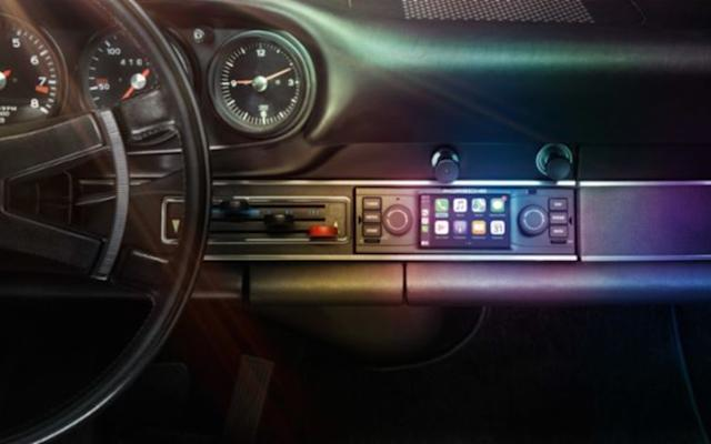 CarPlay in your classic Porsche, just what you needed