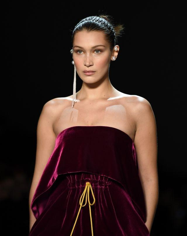 new york fashion week brings back retro hair accessories