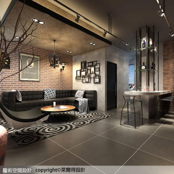 吧檯利用結構柱體透過鐵件的線條表現,具備餐桌的使用機能,同時連貫廚房的動線,極具豐富的功能性。