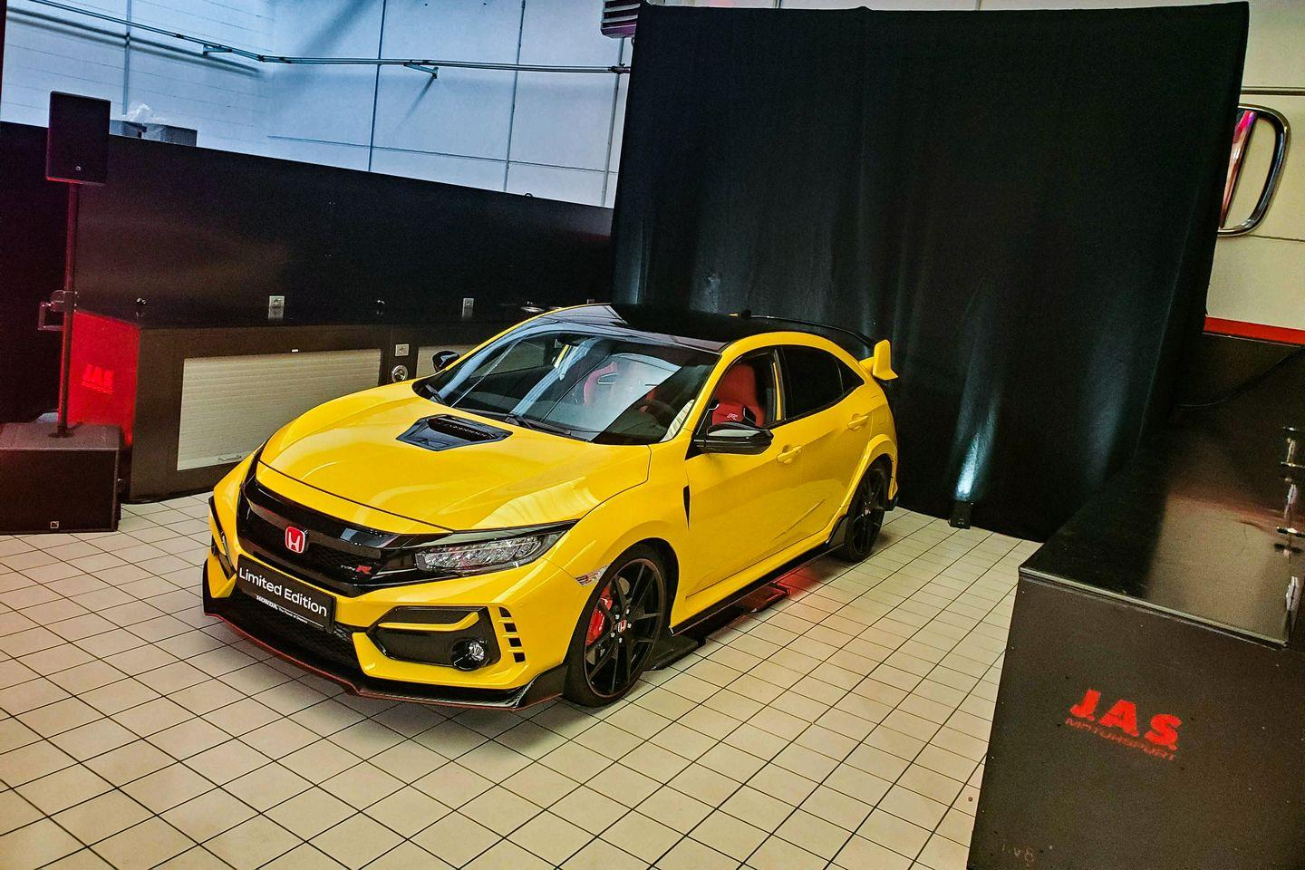 see photos of 2021 honda civic type r limited edition