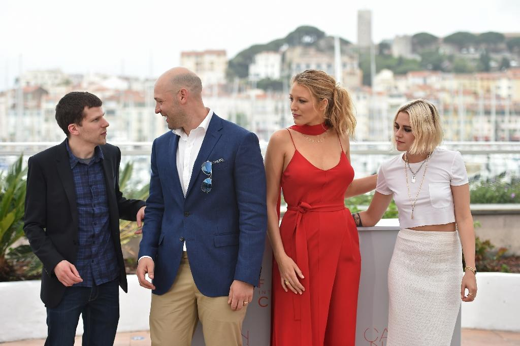 "(FromL) US actors Jesse Eisenberg, Corey Stoll, Blake Lively and Kristen Stewart pose on May 11, 2016 during a photocall for the film ""Cafe Society"" ahead of the opening of the 69th Cannes Film Festival in Cannes, southern France (AFP Photo/Alberto Pizzoli)"