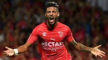 Magical Nimes stun Marseille, Mandanda injured