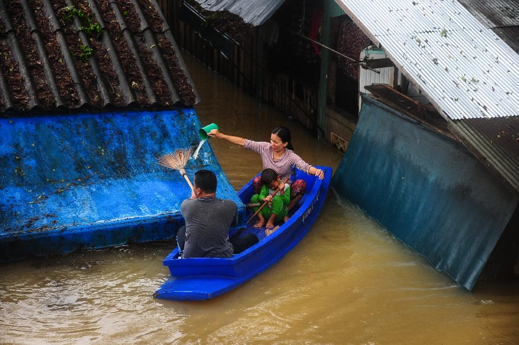 At least 12 people have died in Thailand as heavy rains continue to batter the flood-ravaged south with water roof-high in some areas (AFP Photo/MADAREE TOHLALA)