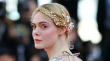 Atriz Elle Fanning desmaia em Cannes por causa de vestido apertado