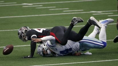 Cowboys fumble 4 times in dreadful first quarter