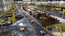 Amazon invita a su personal a despedirse y repartir paquetes