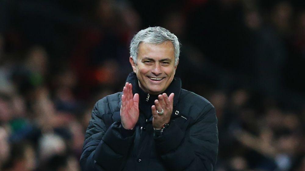 'Man Utd must make him feel loved' - Mourinho welcomes 'shy' Ferguson into dressing room