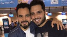 Luciano posa com filho e surpreende com semelhança entre os dois