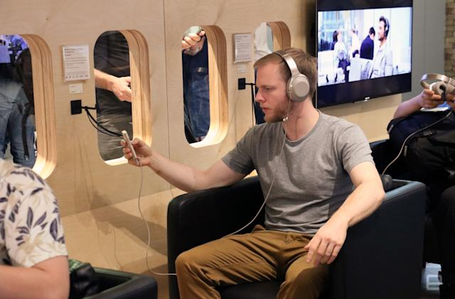 Sony put me in a fake plane to test its noise-cancelling headphones