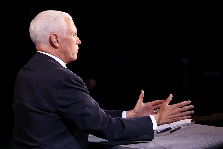Grandes momentos del debate Pence-Harris: la mosca llegó, vio y venció