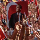 Turkish 'unity' rally condemns coup amid torture claims