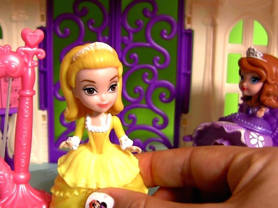 YouTubes Highest Paid Star Is A Woman Who Unboxes Disney Toys
