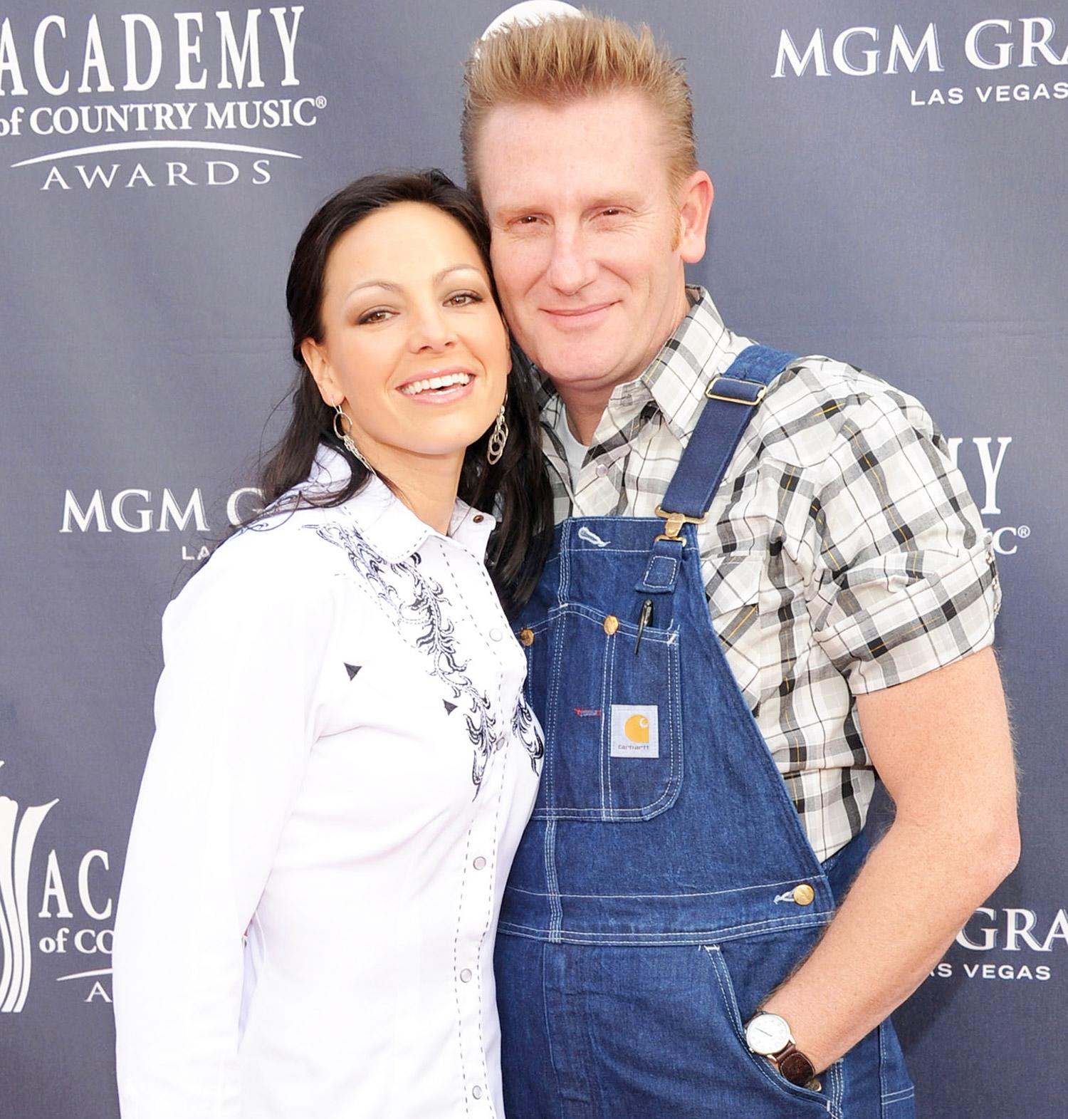 Rory Feek Shares Precious Pic of Wife Joey, Daughter Indiana ...