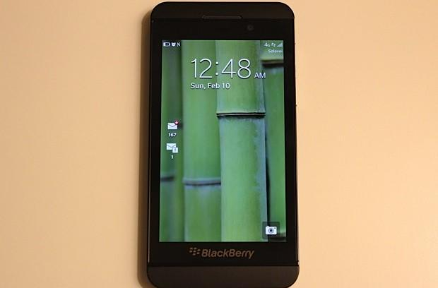 Solavei becomes first US carrier to ship BlackBerry Z10, charges $999 for the privilege