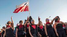 """""""El violador eres tú"""": miles de mujeres """"senior"""" se sumaron al viral feminista en Chile"""