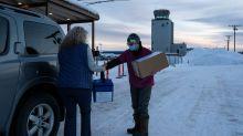 FOTOS I Trineos y nieve: la dificultad con las vacunas en Alaska