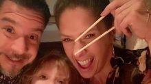 """""""Indignadíssima"""", diz Adriane Galisteu após críticas por selinho do marido no filho"""