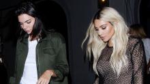Kim Kardashian rubia y en vestido transparente