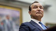 United Airlines CEO to Skip Bonus, Chairman Will Step Aside