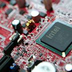 Intel Gains as Data Center Revival Fuels Revenue Growth