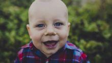 Cómo saber si están saliendo los primeros dientes del bebé