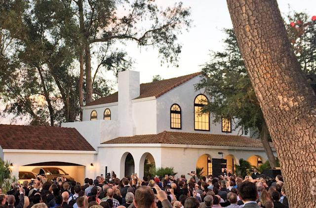 Tesla unveils its solar roof and Powerwall 2