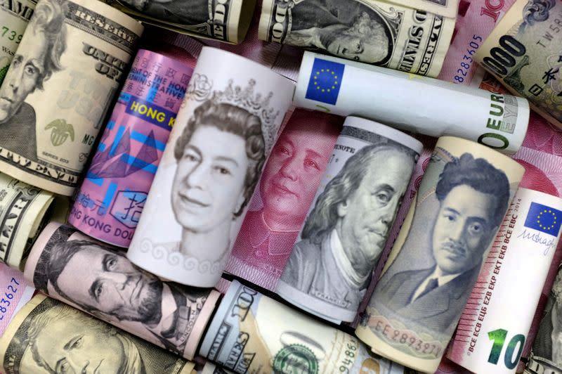 Dollar clings on, yen creeps higher as Fed speakers in focus