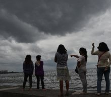 Thousands flee as typhoon lashes Philippines