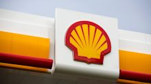 Shell Curbs Buyback, Cuts Spending Forecast