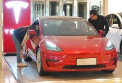 Tesla posts a wildly profitable Q3 despite difficult car market