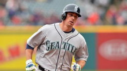 Mariners suspend Clevenger for remarks about protesters
