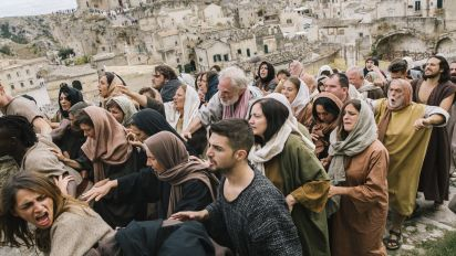 Director asks: Would Jesus stand with migrants?
