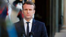 Assassinat de Samuel Paty: Emmanuel Macron convoque à 17h un conseil de défense à l'Elysée