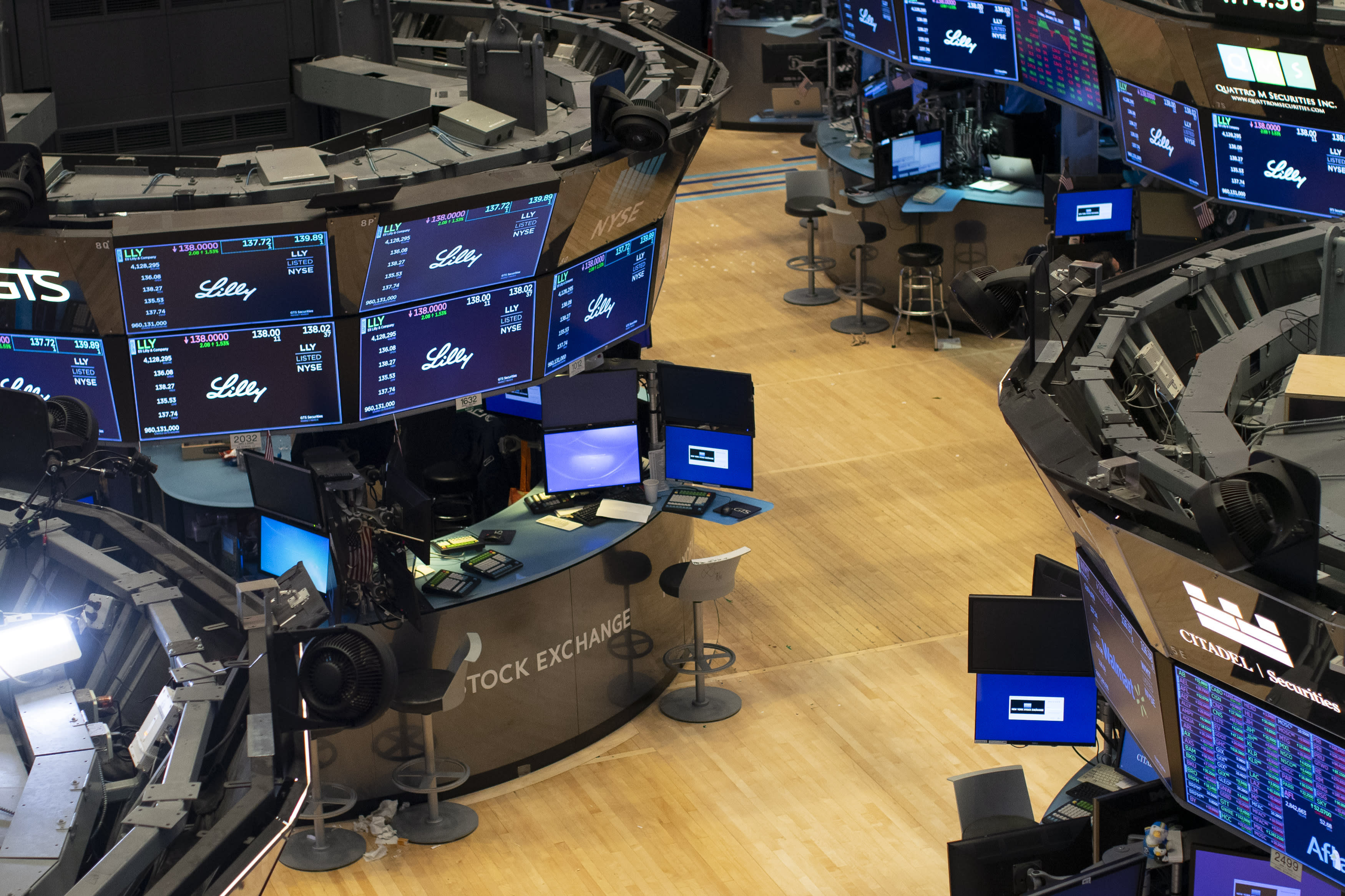 Stock futures extend rally after tech earnings