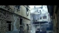 Shell smashes into building in Homs