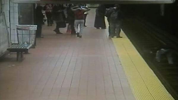 Good Samaritan jumps off subway platform to save stranger