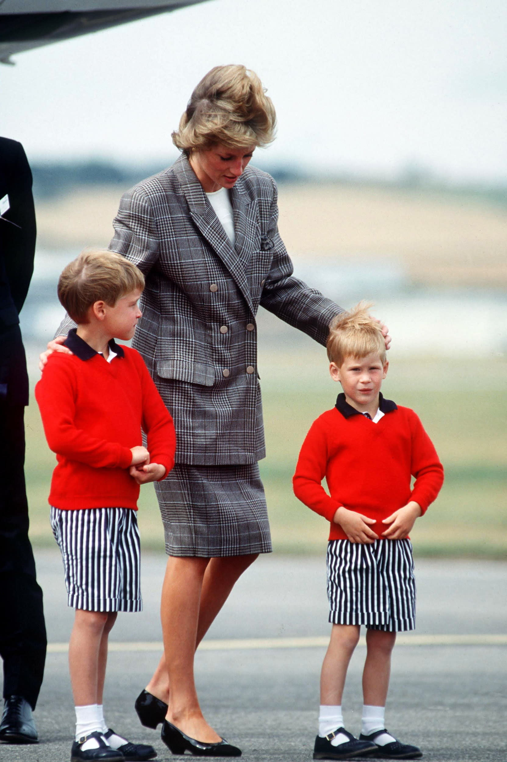 ABERDEEN, SCOTLAND - AUGUST 14:  Princess Diana With Her Sons Prince William And Prince Harry At Aberdeen Airport.  (Photo by Tim Graham/Getty Images)