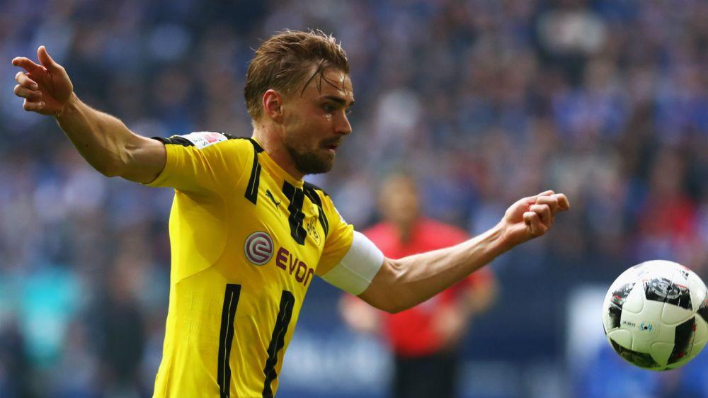 Piszczek pens Borussia Dortmund extension