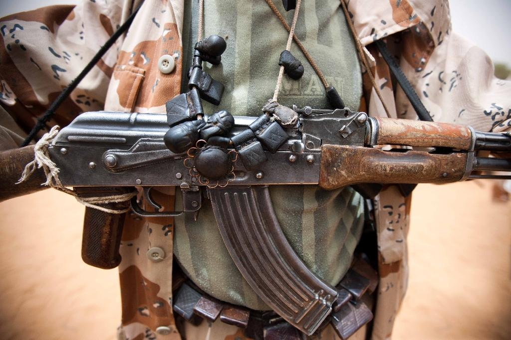 A picture released by the UNAMID shows a member of the rebel movement Sudan Liberation Army-Abdul Wahid posted in Forog, Sudan, May 30, 2012 (AFP Photo/Albert Gonzalez Farran)