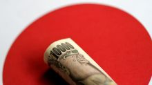 Yen strengthens, shares skid on U.S. recession fears