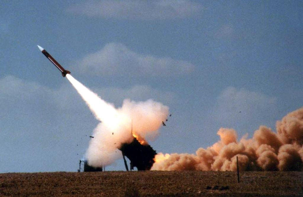 Patriot anti-missile missile is launched during joint US-Israeli military excercise in Israel's Negev desert (AFP Photo/-)