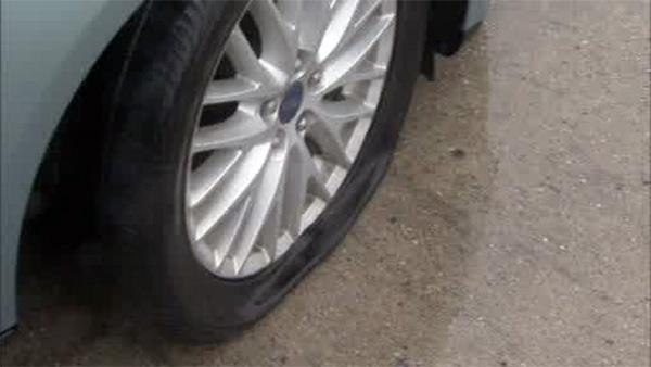 Large pothole flattens tires, damages cars on I-95 in South Phila.