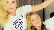 """Angelica posa com Eva e avisa: """"Criando meninas feministas"""