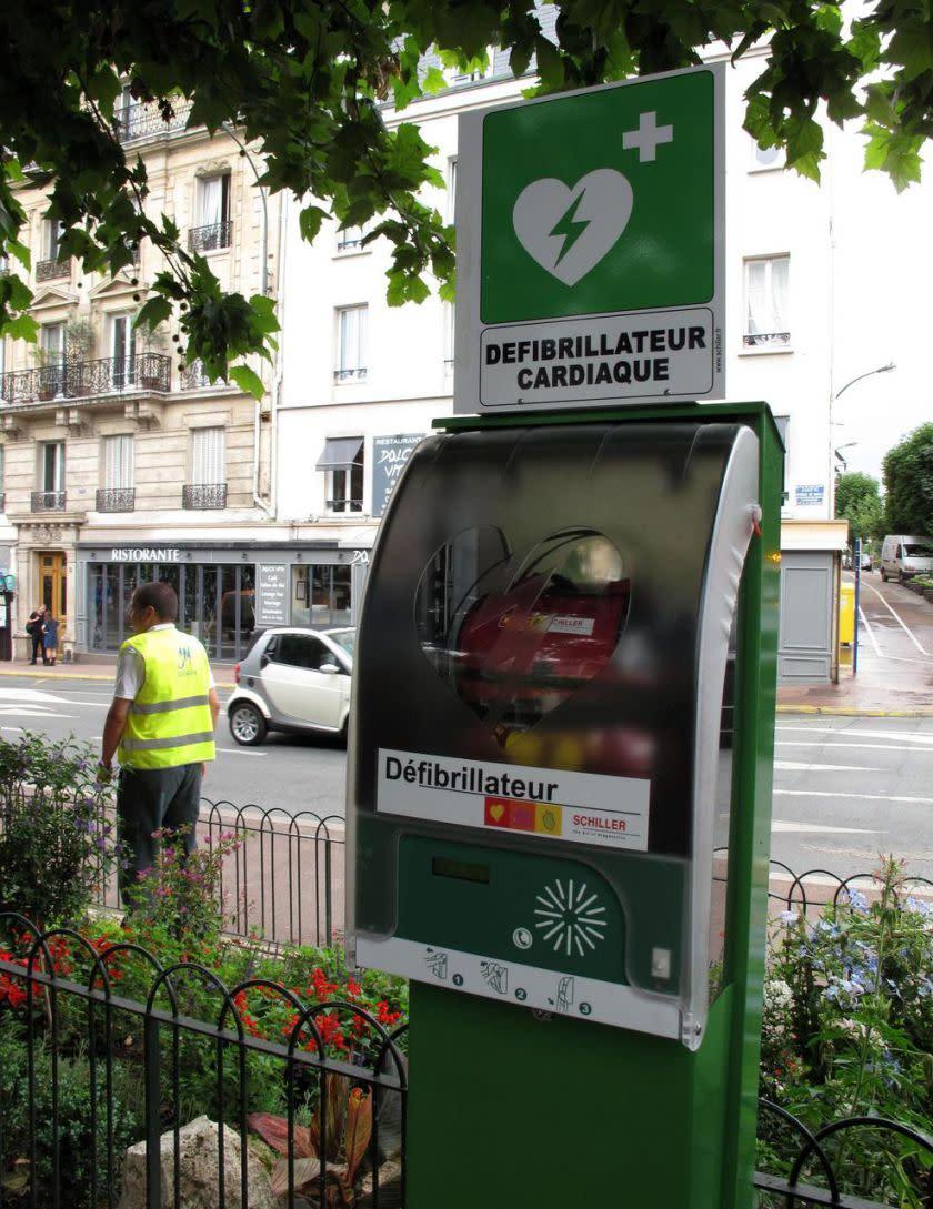 Courbevoie d fibrillateurs cendriers de rue garages for Garage ad paris