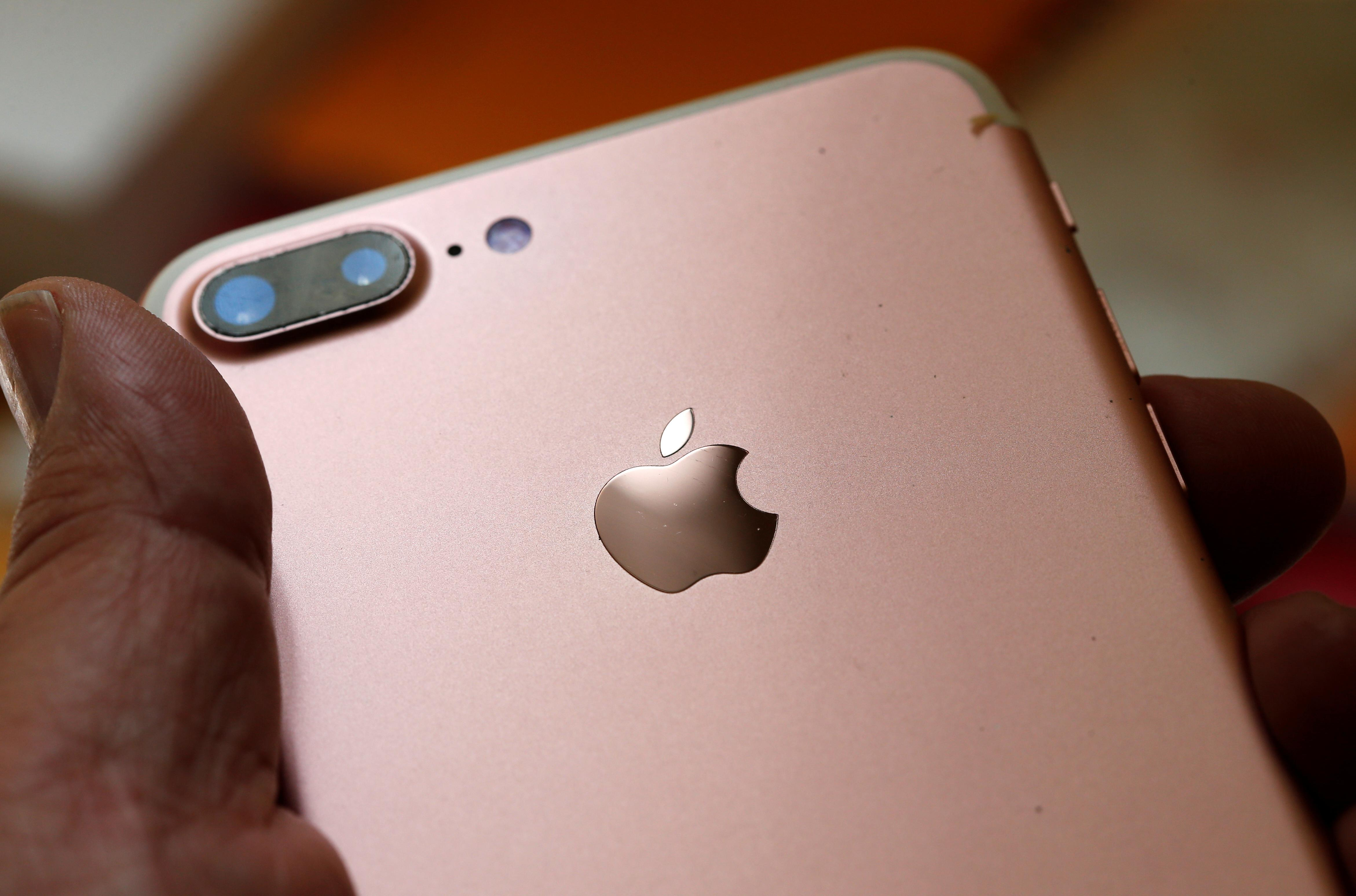 Apple offers $1 million incentive to hackers