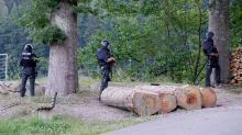 Germania, caccia all'uomo nella foresta: ha aggredito agenti ed è armato di frecce e pistole