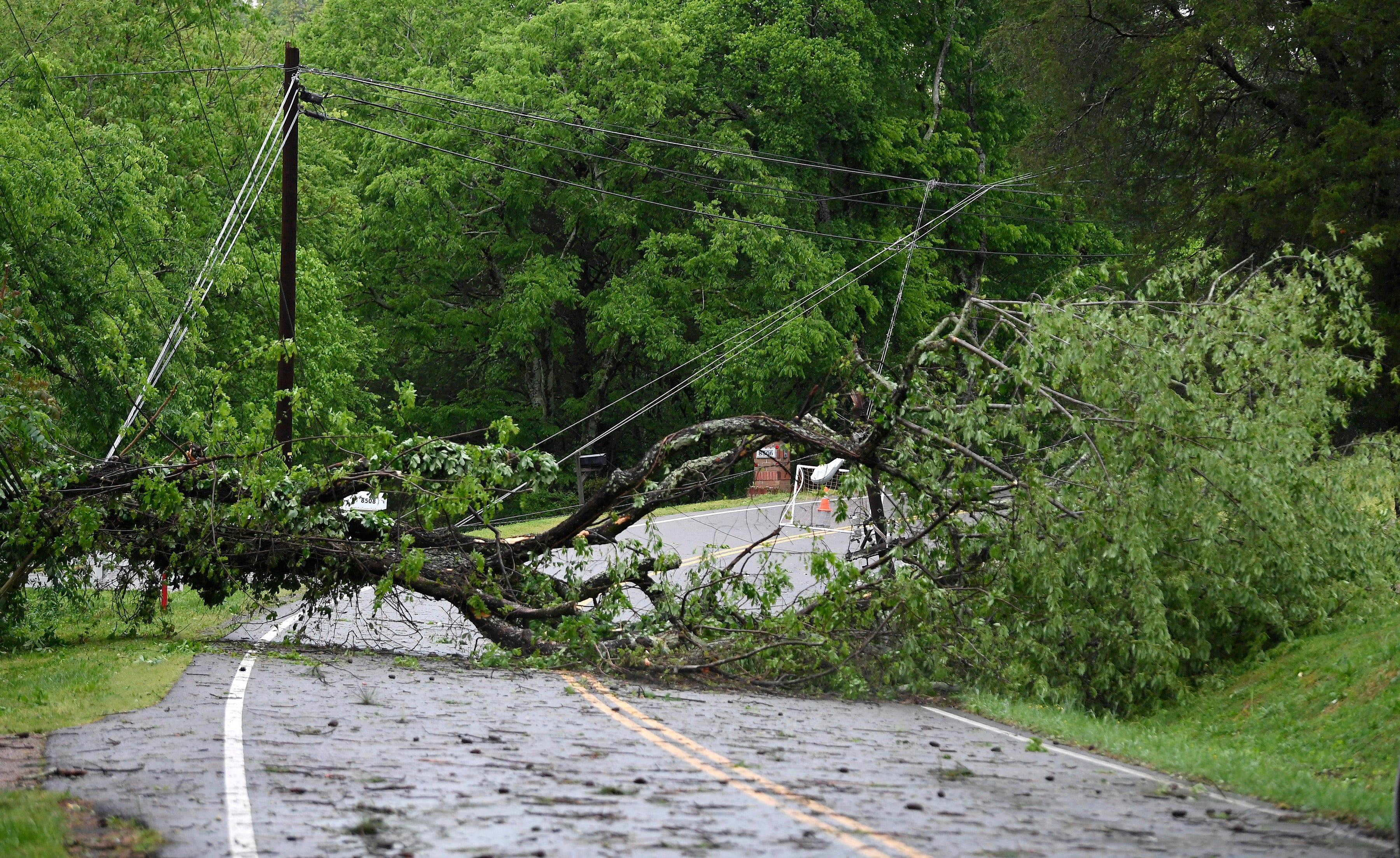 More than 100K remain without power in Nashville after storm wallops Tennessee