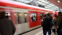 S-Bahn in Köln-Porz: 30-jähriger Schwarzfahrer rastet bei Kontrolle völlig aus