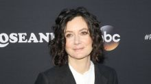 Sara Gilbert burst into tears just talking to Johnny Galecki about the 'Roseanne' reboot
