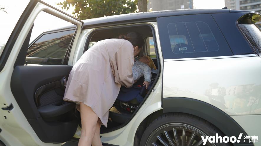 新手爸媽輕鬆上手!育嬰神器Aprica Fladea Grow ISOFIX Premium平躺型安全座椅激推開箱! - 9